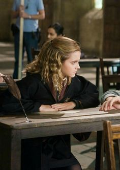 """Emma Watson in """"Harry Potter And The Order Of The Phoenix"""" movie still Hermione Granger, Harry Potter Hermione, Harry Potter Characters, Ron Weasley, Harry James Potter, Harry Potter Universal, Harry Potter World, Emma Watson, Fans D'harry Potter"""