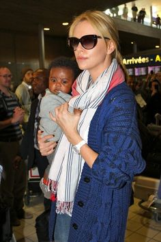 Charlize Theron = single mom of jackson, whom she adopted in Latest Gossip, Charlize Theron, Movie Tv, Sons, Fashion Beauty, Jackson, Pregnancy, Parenting, Single Moms
