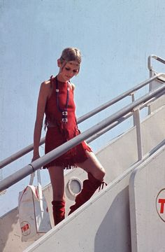The girl who wore a mini especially well British fashion model Twiggy arriving with legs for miles in London. August 21, 1967 #60s #retro #vintage