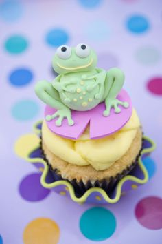 Little frog cupcake topper. Handmade using polymer clay by me Jasmine Burgess Frog Cupcakes, Sugar Art, Clay Projects, Cup Cakes, Cupcake Toppers, Jasmine, Polymer Clay, Parties, Desserts