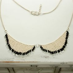 beaded collar necklace CHANEL. SUPER EASY to make.