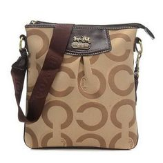 Look Here! Coach Swingpack In Signature Medium Khaki Crossbody Bags CEY Outlet Online Danielle Haim, Coach Swingpack, Preppy Style, My Style, The Design Files, Interesting Faces, Couture, Passion For Fashion, Everyday Fashion