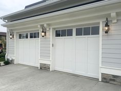 2 car garage door/single door not two/single panels like other pic bilder House With Porch, Garage Doors, Jackshaft Garage Door Opener, Door Makeover, Garage Lighting, Single Patio Door, Garage Door Types, Single Garage Door, Patio Door Coverings