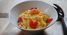 Espaguetis a la crema de limón con gambas y pimiento
