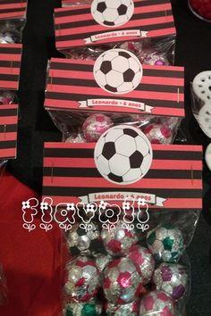 Lapela com recorte especial–Flamengo  :: flavoli.net - Papelaria Personalizada :: Contato: (21) 98-836-0113 - vendas@flavoli.net Soccer, Tropical, Party, Kids, Bernardo, Soccer Birthday Parties, Soccer Party, Man Birthday, Candy Stations