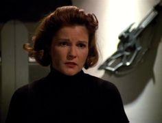 she looked so beautiful in this episode! Captain Janeway, Kate Mulgrew, Star Trek Images, Star Trek Voyager, Great Love Stories, Her Smile, Beautiful Women, Actresses, Actors