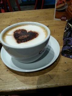 Cappuccino. Rambuteau. American way....
