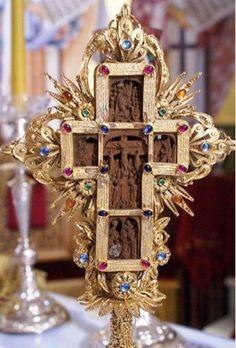 Οι Χριστιανοί,υψώνουν μέσα τους αυτόν τον Σταυρό και τον κρατούν υψωμένο σε όλη…
