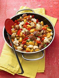 Gnocchi-Gemüse-Pfanne mit Mettbällchen, ein beliebtes Rezept aus der Kategorie Braten. Bewertungen: 177. Durchschnitt: Ø 4,3.