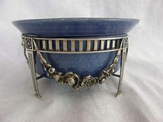 Online veilinghuis Catawiki: Zilveren houder in Louis XVI-stijl met blauwe keramieken binnenbak, Zaanse Zilvermeesters, Zaanstad, 1917