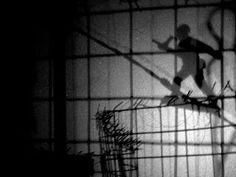 """Popkulttuuria ja undergroundia: Risto Puurunen yksityisnäyttelyssään """"Shadows in the air VIII"""" osa 2.  Puurunen kiinnittää huomiota myös lapsisotilaisiin? Katsoina sarjaa Odysseia, jossa oli pääosassa vahva, mutta amerikkalainen nainen turvaamassa rauhaa / tärväämässä?. Yksi kohtaus alkoi sillä kun lapsisotilas lukee Harry Potteria."""