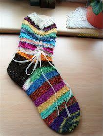 Restgarn-Socken Geht es Dir genauso? Zig kleine oder größere Restknäuel liegen überall herum. Darum gibt es jetzt Restgarn-Socken ...