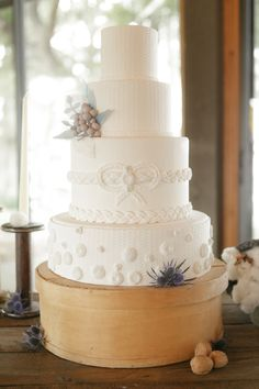 8 Unique Wedding Cake Ideas Cable knit wedding cake by @everythingcake & Bumby Photography