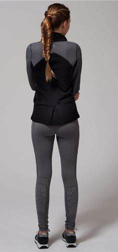 hit the rink in Tech Fleece fabric that helps keep you warm while you practice your spins.   Graceful Practice Jacket