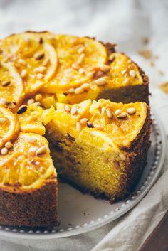Torta de naranja con sémola (Orange). Con las naranjas crudas en el fondo del molde y banada con almibar. HACER