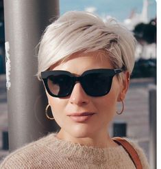You are in the right place about short grey hair lob Here we offer you the most beautiful pictures a Short Bob Hairstyles, Short Haircut, Cool Hairstyles, Short Grey Hair, Short Hair Cuts For Women, Pixie Cut Blond, Blonde Short Hair Pixie, Pelo Pixie, Colored Curly Hair
