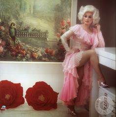 http://www.vintag.es/2015/03/20-beautiful-portraits-of-dolly-parton.html | out-going.net