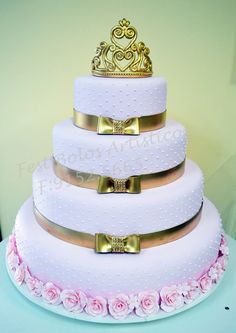 Bolo cenográfico #cake15thbirthday #15years Sweet Sixteen Cakes, Sweet 16 Cakes, Cute Cakes, Pretty Cakes, 15th Birthday Cakes, Birthday Cake Girls, Baby Cakes, Cupcake Cakes, Extreme Cakes