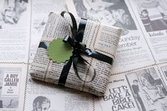 13 Better-Than-Gift-Wrap Ideas for Packaging Presents Xmas Party Games, Christmas Gift Exchange, Present Wrapping, Wrapping Ideas, Money Saving Mom, Experience Gifts, Cheap Gifts, Christmas Activities, Surprise Gifts