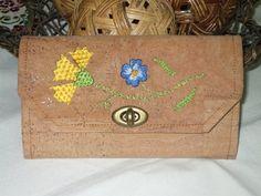 Carteira, bolsa de documentos em cortiça com bordado de Castelo Branco #bordado #embroidery #castelobranco #broderie #ricamo #wallet