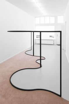 This picture shows line in interior design it was curve lines to separate the flooring and carpet Display Design, Store Design, Store Interior Design, Showroom Design, Boutique Interior, Interior Architecture, Interior And Exterior, Retail Interior, Curved Lines