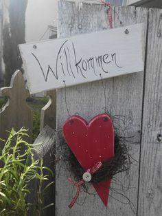 Holzherz mit Willkommensschild im Shabby-Landhaus-Look-Haustüre-Dekoration-weiß-rot Haus No.7- 18€