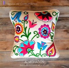 Catalina A Blanco Boutique & Deco Embroidery Needles, Crewel Embroidery, Embroidery Patterns, Marie Suarez, Mexican Embroidery, Wool Applique, Embroidered Flowers, Bunt, Needlepoint