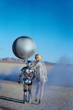 ejakulation: Metallic Moment, Magdalena Frackowiak photographed by Peter Lindbergh for Harper& Bazaar US, March 2007 Science Fiction, Peter Lindbergh, Cyberpunk, Space Fashion, Man Fashion, Fashion Shoot, High Fashion, Templer, Space Girl