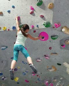 Everything is jumpy #goclimb #Alinaa #bouldering #rockclimbing #girlcrusher @mesarimsd