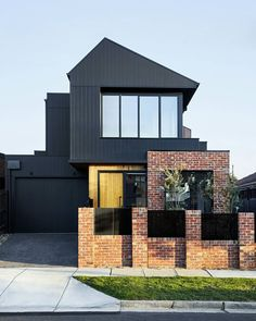 Image 16 of 23 from gallery of Brodecky House / Atlas Architects. Photograph by Tess Kelly Photography Modern Brick House, Modern House Facades, Modern Architecture, Chinese Architecture, Facade Design, Exterior Design, House Design, Recycled Brick, Suburban House