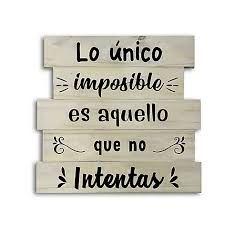 """Frase """"Lo único imposible es aquello que no intentas"""" en madera para decorar"""