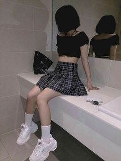 10 Inspiration Edgy Outfits Ideas You Ideas Edgy Outfits, Korean Outfits, Grunge Outfits, Grunge Fashion, Girl Outfits, Fashion Outfits, Plaid Fashion, Fashion Fashion, Aesthetic Grunge Outfit
