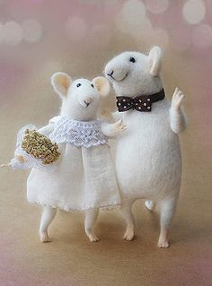 Needle felted mouse, Couple Mice, Wedding cake topper, Family mouse, Couple in love,  Anniversary gift, Mr. & Mrs., Eco-Friendly, animal