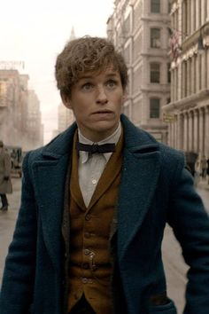 Pin for Later: Eddie Redmayne Is Enchanting in the Fantastic Beasts and Where to Find Them Trailer