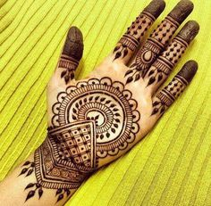 Are you looking for easy mehndi designs for eid that you can try at home? We have collected some of the simple and elegant look mehndi designs for you. Henna Hand Designs, Eid Mehndi Designs, Mehndi Designs Finger, Henna Tattoo Designs Simple, Mehndi Designs For Girls, Mehndi Designs For Beginners, Modern Mehndi Designs, Mehndi Design Photos, Mehndi Designs For Fingers