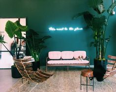 Inside Cult Gaia's Los Angeles Pop Up Shop what do you get when you combine a neon sign, statement wall, and palms? on what do you get when you combine a neon sign, statement wall, and palms? Salon Design, Deco Design, Design Design, Famous Interior Designers, Statement Wall, Teal Walls, Cafe Interior, Retail Interior, Interior Ideas