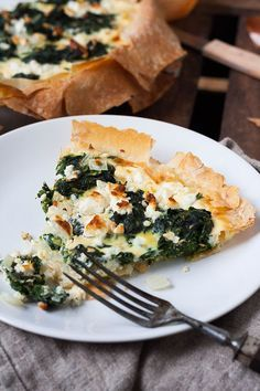 Spinach-feta-quiche without bottom - super easy and damn delicious - essen - Raw Food Raw Food Recipes, Low Carb Recipes, Healthy Recipes, Spinach Feta Quiche, Low Carb Quiche, Quiche Healthy, Spinach Health Benefits, Good Food, Yummy Food