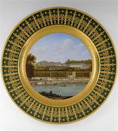 """""""Service particulier de l'Empereur"""" - Assiette de dessert. """"Palais de Saint-Cloud"""" (23 assiettes de dessert à Fontainebleau - 19 assiettes de dessert du même service à la Fondation Napoléon - quelques autres dans divers musées : Louvre - Versailles - Sèvres - Malmaison). Le plus beau service de l'Empire. En 2006, le musée Napoléon de Fontainebleau a acquis une assiette de ce service : """"Vue du canal de l'Ourcq"""". Estimée 30/35 000€, elle a été adjugée à 92 500€ !"""