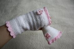 Etsy の Crochet Fingerless Gloves and Brooch by MoniqueBoutiqueMB