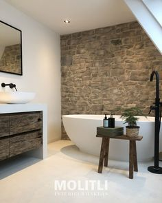 Betonstuc witte badkamer met stenen wand - molitli interieurmakers bv Bathroom Layout, Bathroom Interior Design, Modern Bathroom, Small Bathroom, Master Bathroom, Master Baths, Shabby Chic Interiors, Dream Bathrooms, Bathroom Inspiration