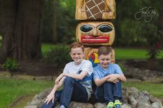 family portraits, spring portraits, Jodi Stilp Photography, LLC., brothers, totem pole, two brothers