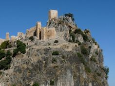 Castles of Spain - Castillo de La Iruela (Jaén) España. (Castillo de los Templarios) - El castillo de La Iruela es una de las fortalezas más interesantes de origen árabe en el Reino de Jaén, una serie de batallas se libraron aquí durante la Reconquista hasta que don Rodrigo Jiménez de Rada, arzobispo de Toledo, reconquistada en 1231 y la convirtió en la sede de su arzobispado.