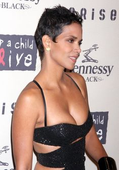 Halle Berry Photos - Halle Berry and Gabriel Aubry at the Annual Keep A Child Alive Black Ball at the Hammerstein Ballroom, New York, NY. - Halle Berry At The Annual Keep A Child Alive Black Ball Halle Berry Pixie, Halle Berry Style, Halle Berry Hot, Halle Berry Bikini, Halley Berry, Black Is Beautiful, Beautiful Women, Bond Girls, Beautiful Actresses