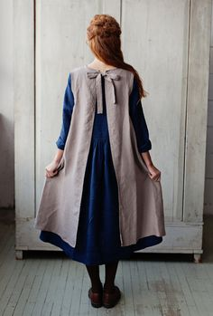 Made of dense washed high quality linen, our Flattering apron is so much more than just an apron. Two double laces on the back and comfortable shape will flatter all woman no matter the size nor shape. All Sondeflor linen aprons come in a beautiful linen wrapping, which makes them not