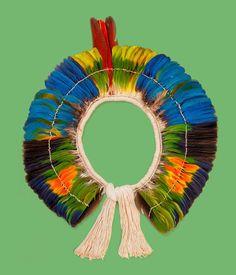 Brasilidade no MON (Foto: Divulgação) look at the whole site for Arte Plumaria, Arte Latina, Amazon People, Indigenous Tribes, Arte Tribal, Indian Tribes, Textile Texture, American Indian Art, Arte Popular