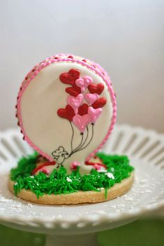 Cookie Valentine's http://pinklittlecake.blogspot.com/2014/02/last-minute-valentines-day-ideas.html