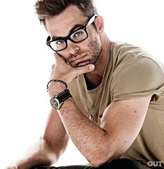 Chris Pine - I love when hot men wear glasses.....the nerd look is so good on them <3