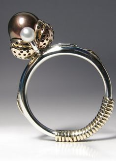 Classical Beauty - Exclusive RIng. 14k Gold, 925 Silver, Tahiti Pearl, Claudio Pino