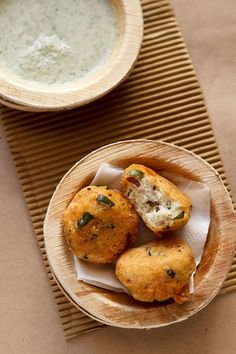 mysore bonda recipe with step by step photos. these mysore bajji are crisp, soft and fluffy fritters made with urad dal (black gram), spices and fresh coconut bits. South Indian Vegetarian Recipes, Healthy Indian Snacks, South Indian Breakfast Recipes, Vegetarian Snacks, South Indian Food, Indian Food Recipes, Savory Snacks, Paniyaram Recipes, Chaat Recipe