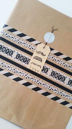 Kraft inpakpapier, zwart, wit, label, washi tape, kado, snor. Craft wrapping paper, black, white, label, masking tape, moustache.